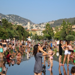 Children in the summer heat at Nice